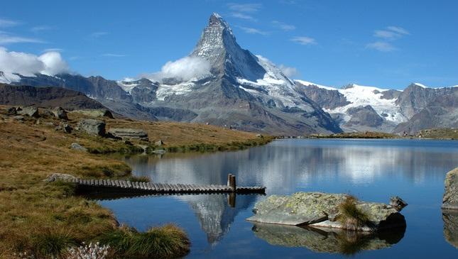 马特洪峰山脚下的滑雪度假村:瑞士采尔马特